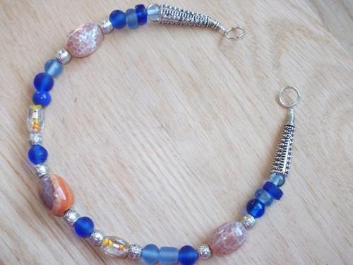 Brooch Chain - in Blue