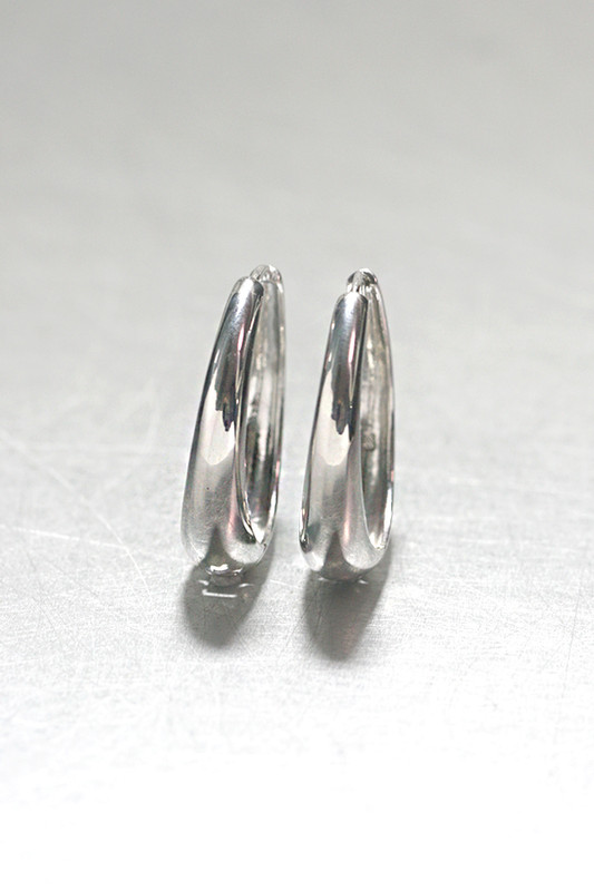 sterling Silver Hinge Oval Hoop Earrings 30mm from kellinsilver.com