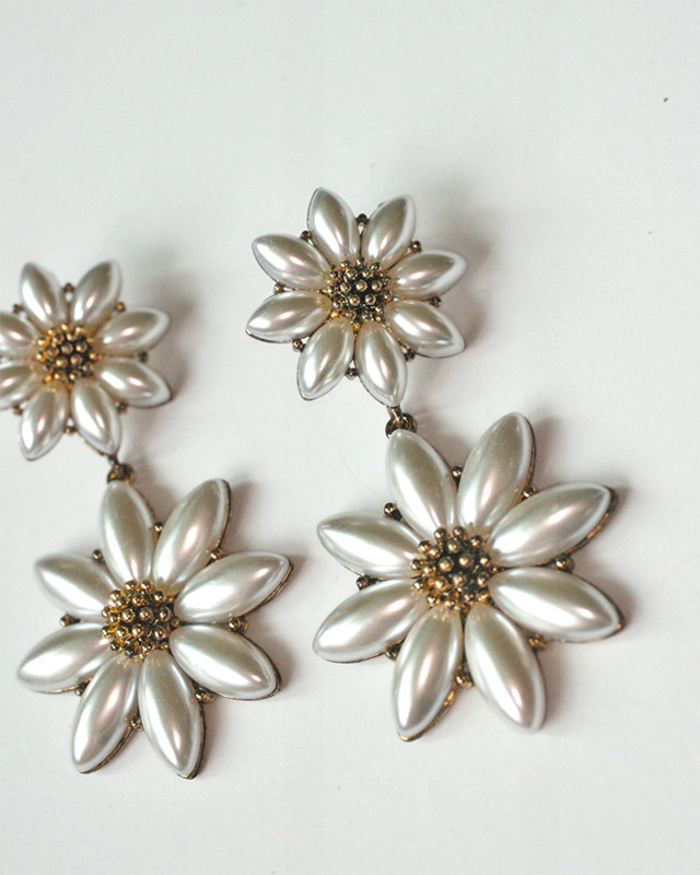 Antique Gold Pearl Daisy Dangle Earrings from kellinsilver.com