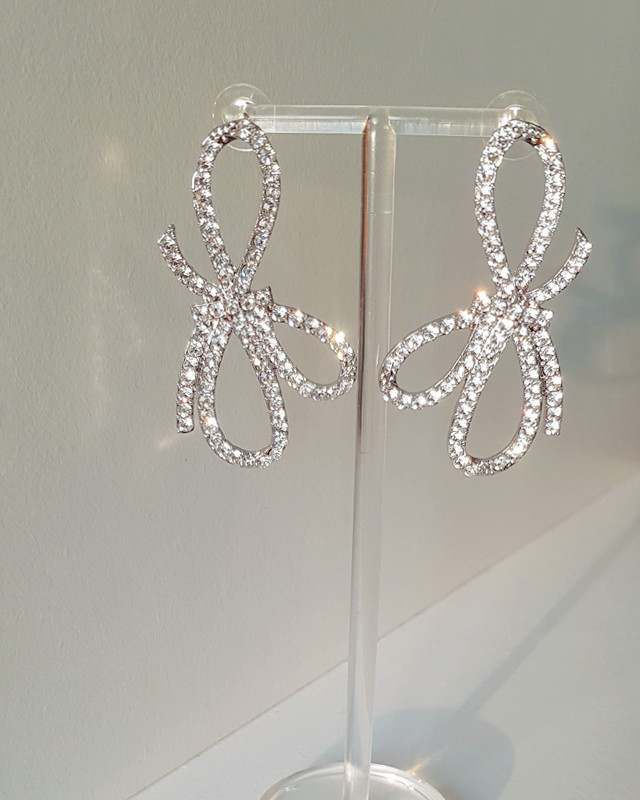 Sturnning Triple Bow Earrings from kellinsilver.com