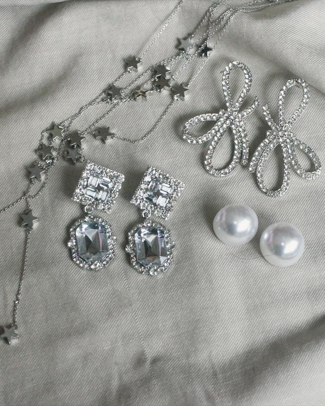 Sturnning Triple Bow Earrings from kellinsilver.com