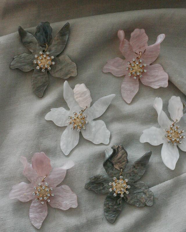 Paper Lily Earrings from kellinsilver.com