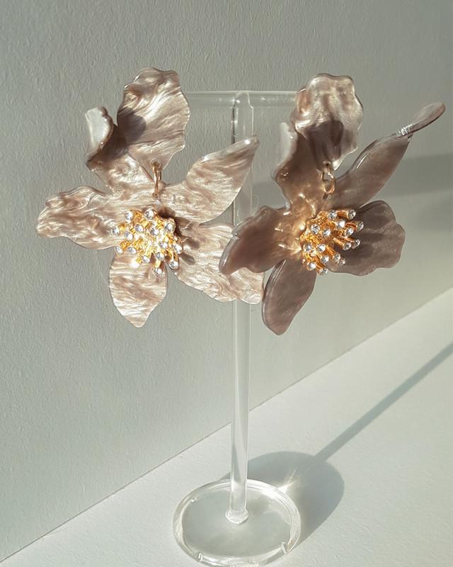 Paper Lily Earrings on kellinsilver.com
