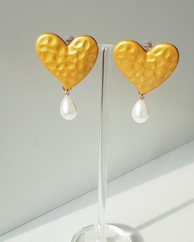 Elissa Heart Drop Earrings on kellinsilver.com