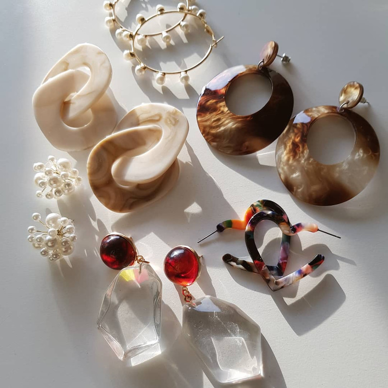 Acrylic Heart Hoop Earrings in Multi on kellinsilver.com