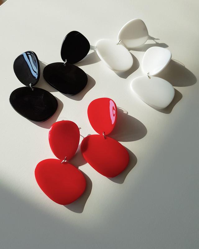 Acrylic Curved Drop Earrings in White on kellinsilver.com