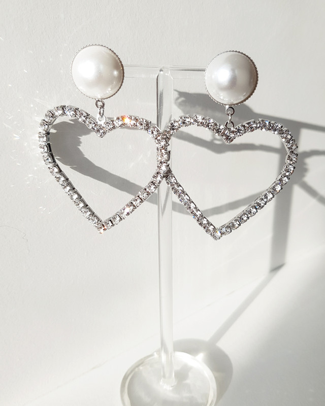 Lover Drama Pearl Heart Earrings on kellinsilver.com