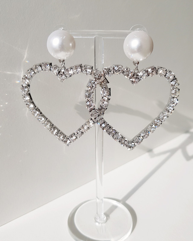 Oversize Lover Drama Pearl Heart Earrings on kellinsilver.com
