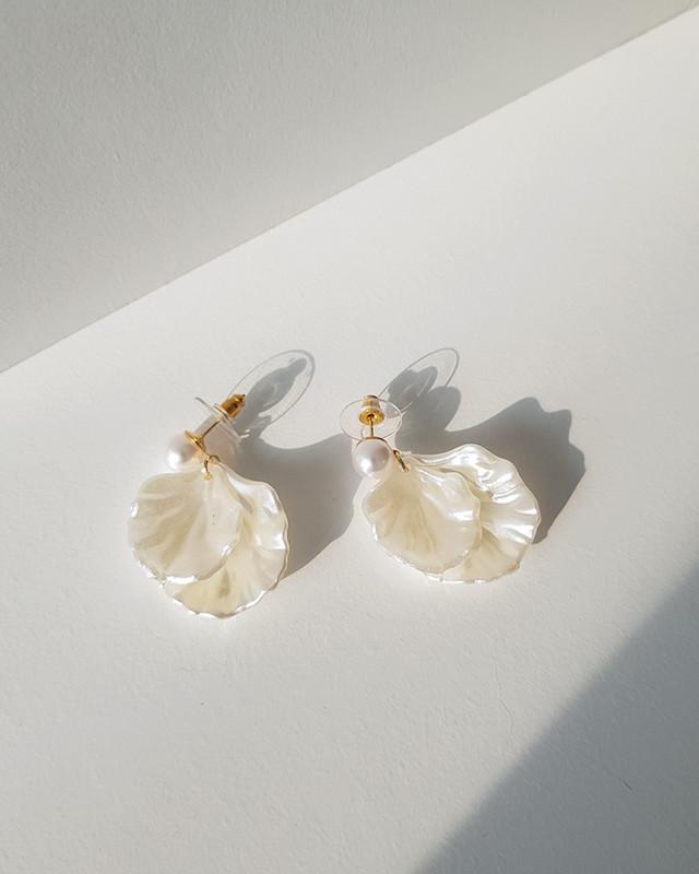 Shell Pearl Earrings on kellinsilver.com