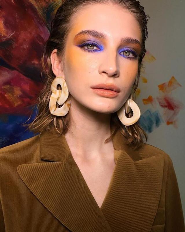 Diane Linked Hoop Earrings in Beige on kellinsilver.com