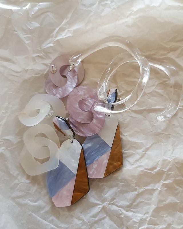 Wave Scoop Earrings in Clear on kellinsilver.com