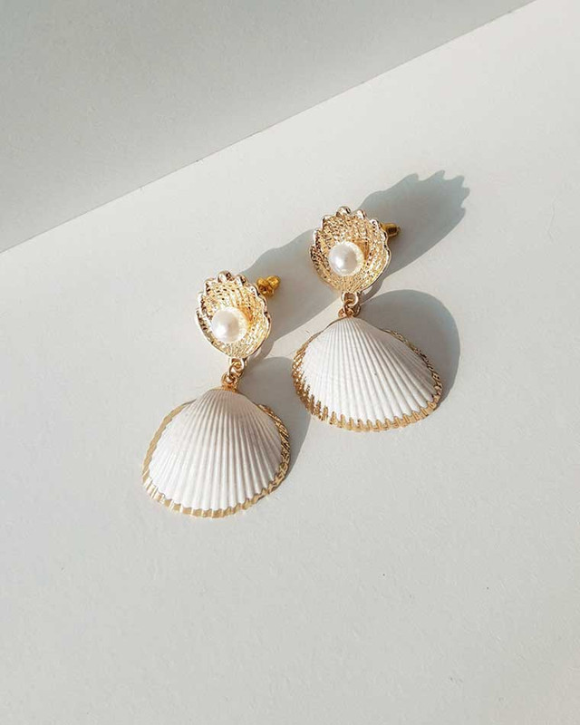 Ebony Seashell Earrings on kellinsilver.com