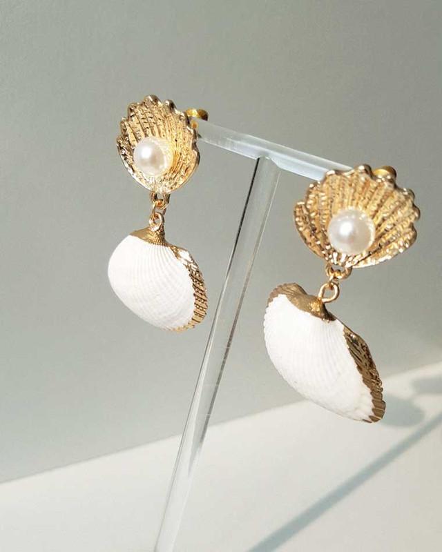 Ebony Seashell Earrings on kellinsilver.com