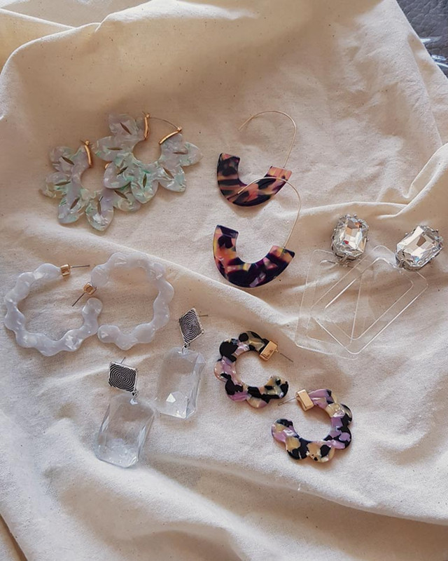 Acrylic White Wavy Hoop Earrings on kellinsilver.com