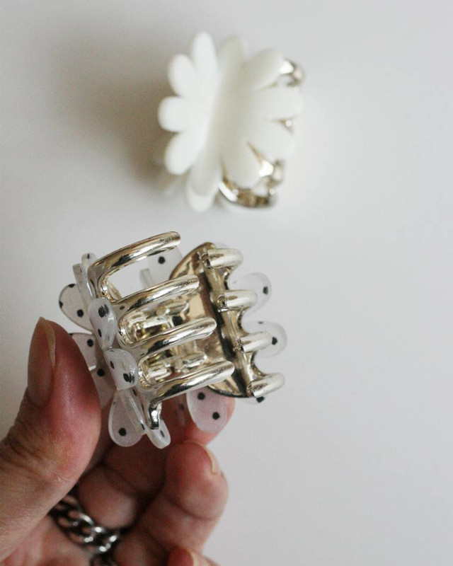 Daisy White and Dot Hair Claws Set on kellinsilver.com
