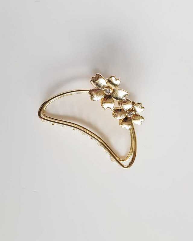 Daisy Metal Hair Claw in Gold on kellinsilver.com