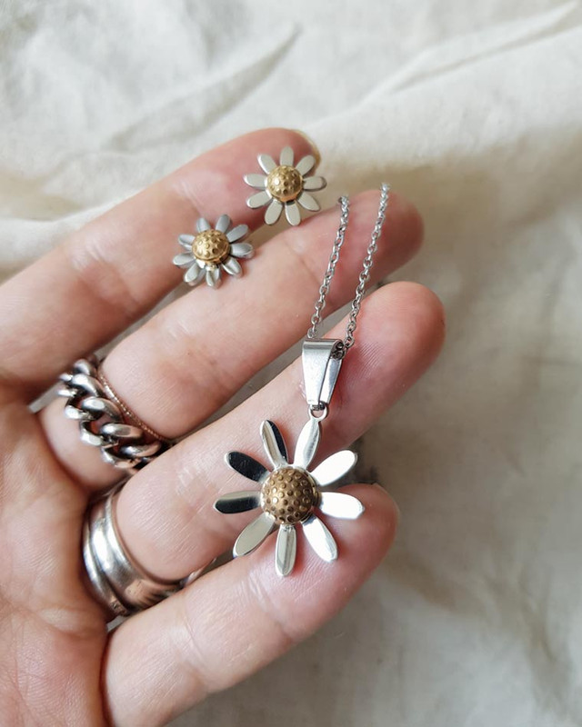 Stainless Steel Daisy Necklace on kellinsilver.com