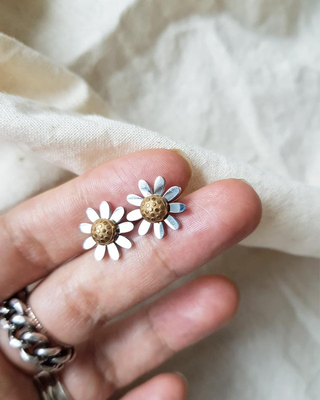 Stainless Steel Daisy Stud Earrings on kellinsilver.com
