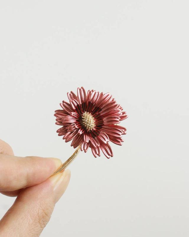 Pink Daisy Brooch on kellinsilver.com
