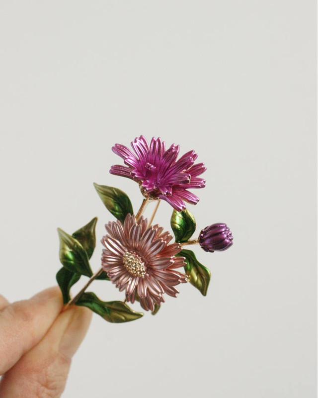 Daisy Bouquet Brooch on kellinsilver.com