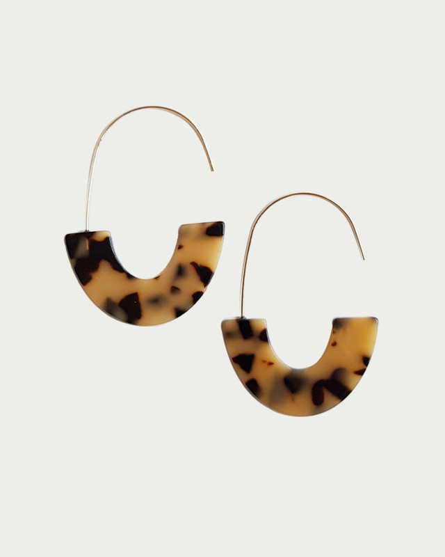 Jena Arc Hook Earrings in Tortoise on kellinsilver.com
