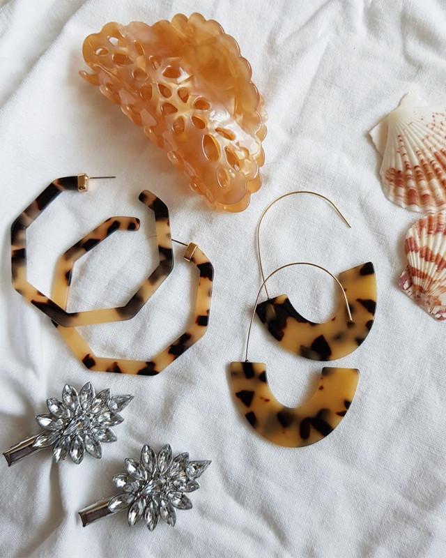 Jena Arc Hook Earrings in Tortoise on kellinsilver.com