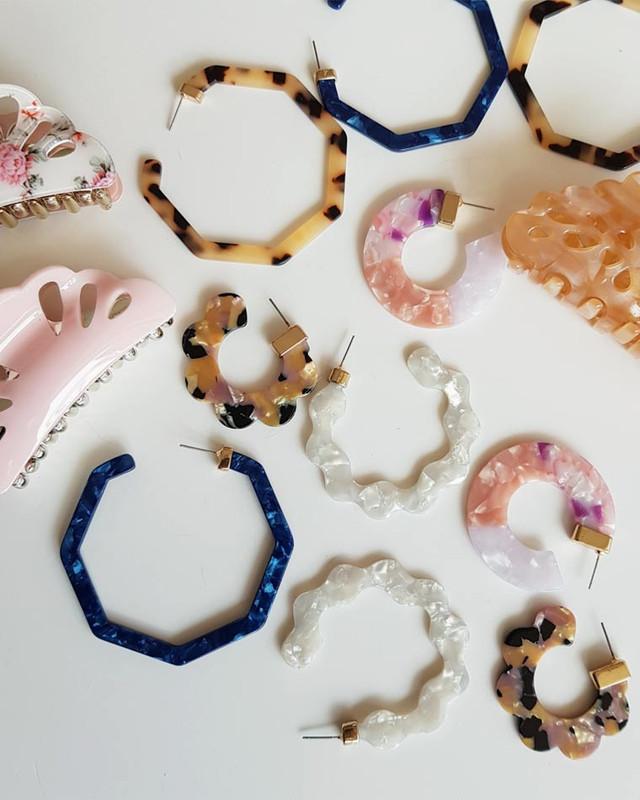 Acrylic Hex Hoop Earrings in Tortoise on kellinsilver.com