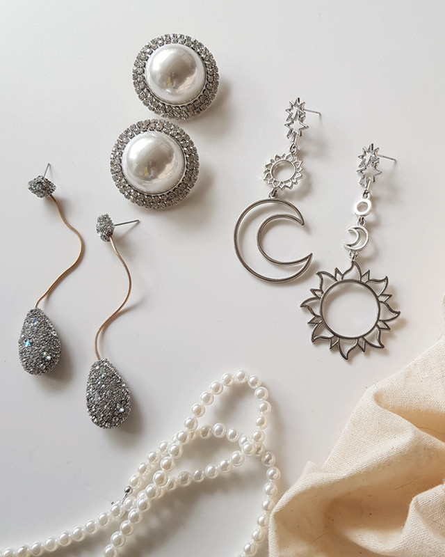 Retro Oversize Pearl Stud Earrings on kellinsilver.com