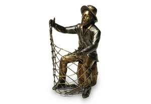 View of the Fisherman Wine Holder with no wine bottle
