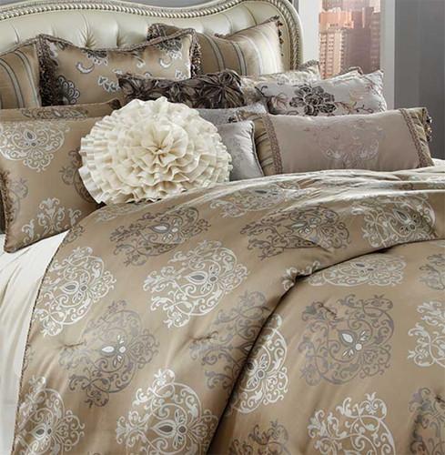 Vintage Lady Bedding Close Up