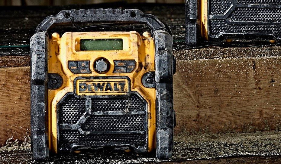 4 Job Site Radios You Need On-Site This Summer