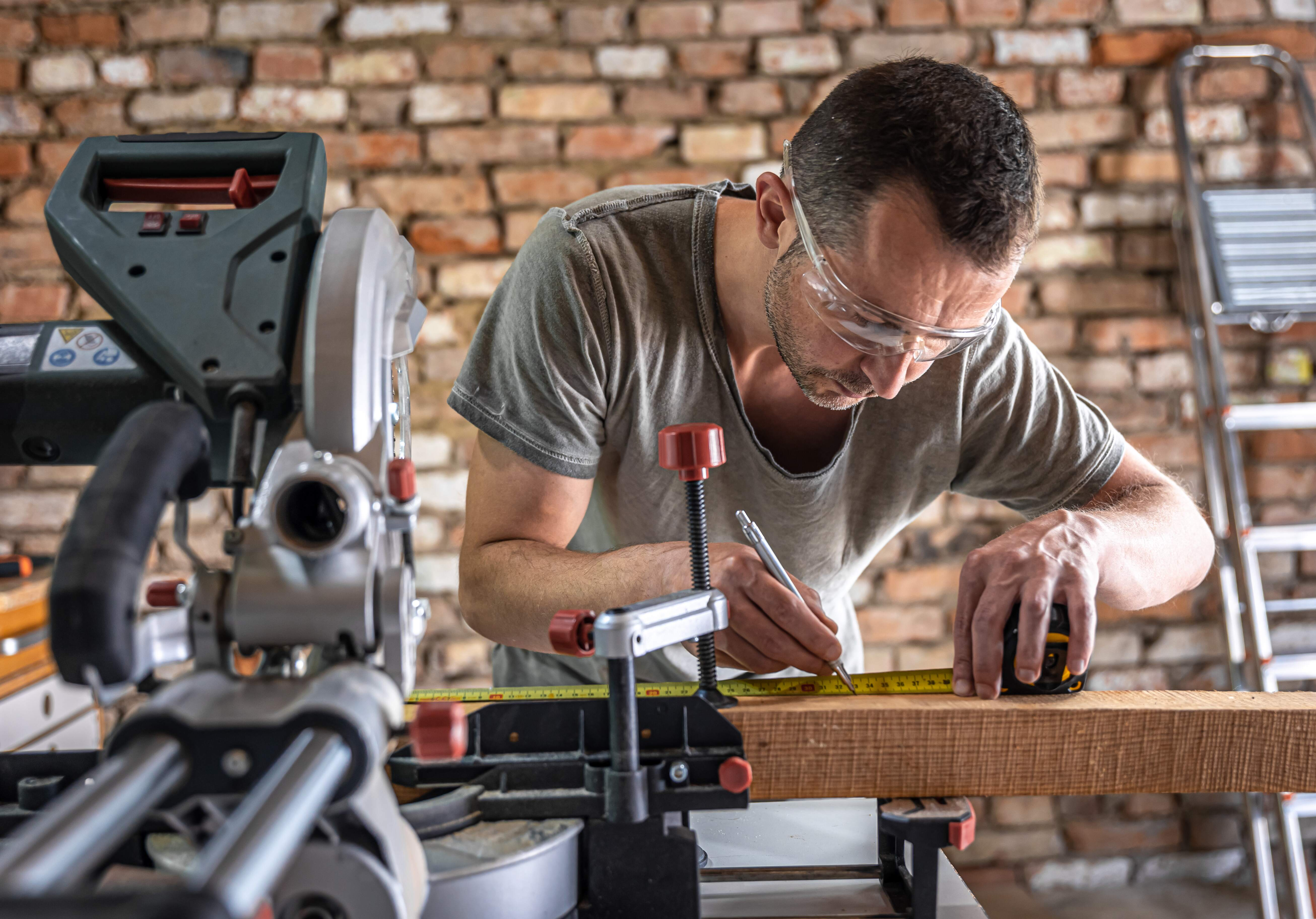 Which Mitre Saw Is Best? Our Top 3 Picks For Chop Saws