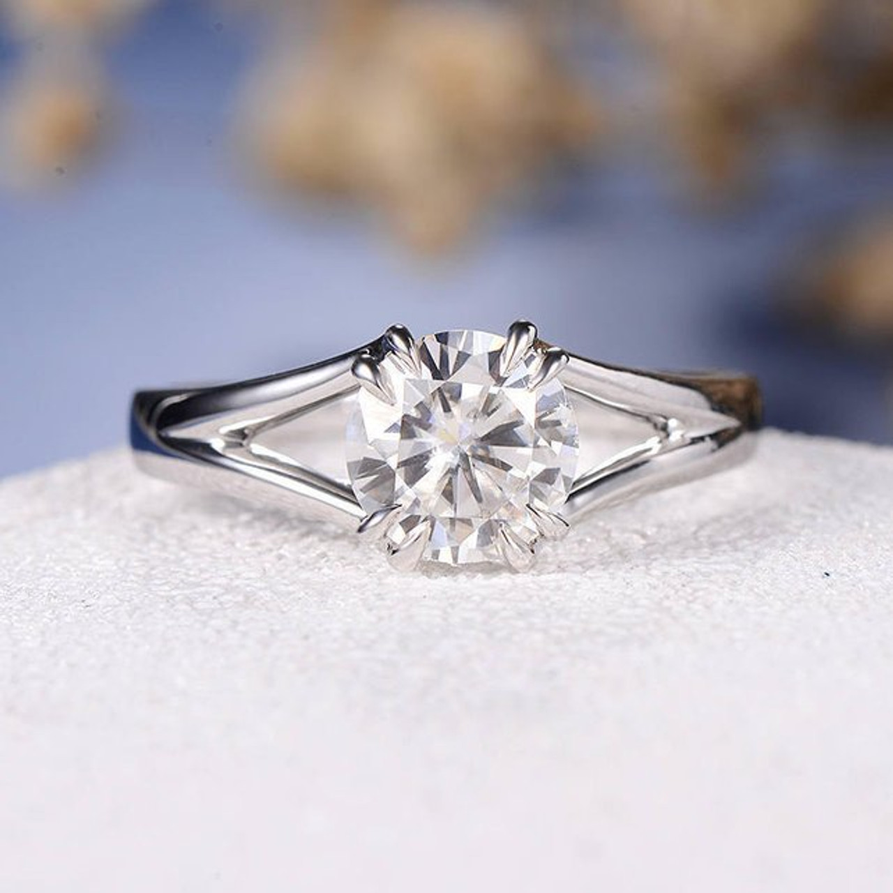 dc6c7292153311 7mm Round Cut Moissanite Solitaire White Gold Engagement Ring