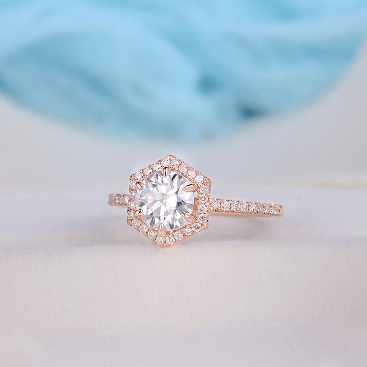 7mm Round Moissanite Diamond Ellow Gold Engagement Ring