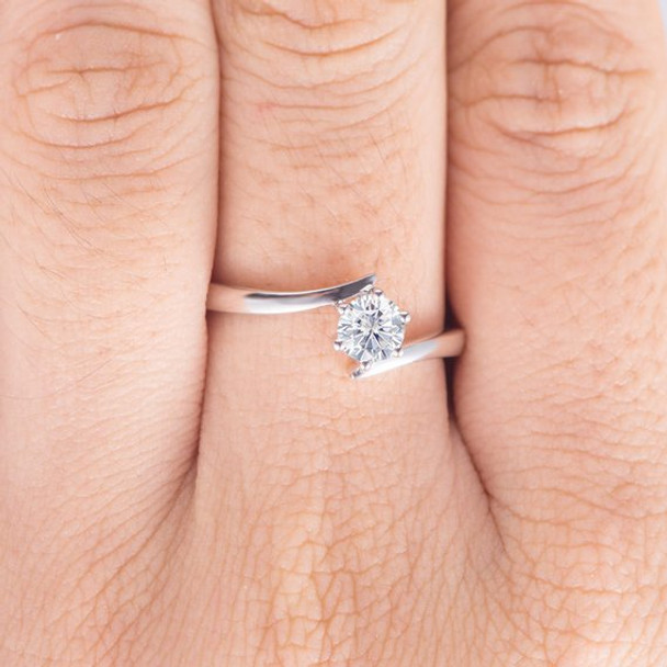 6 Prongs Infinity Round Cut Moissanite Ring