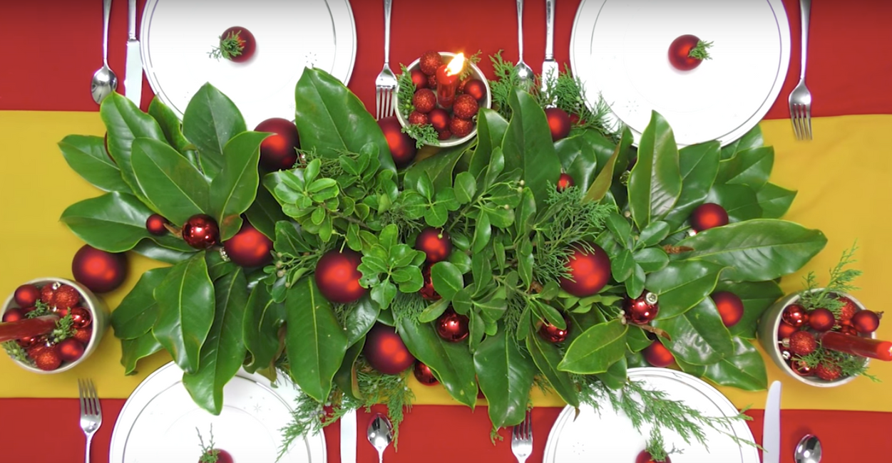 Magnolia Centerpiece will steal the show at Christmas Dinner