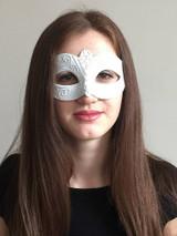 Venetian Mask White - image deux