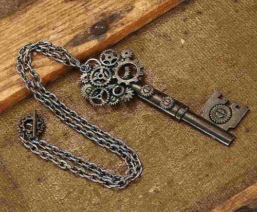 Collier Clé d'Engin Antique