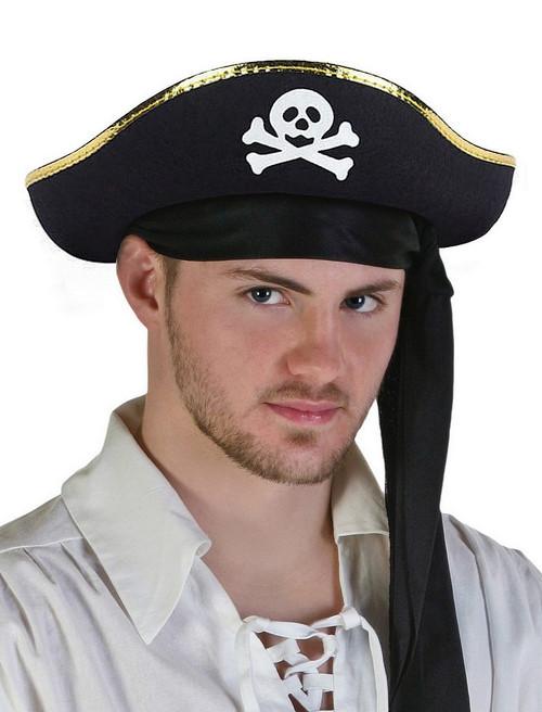 Chapeau de pirate avec le crâne