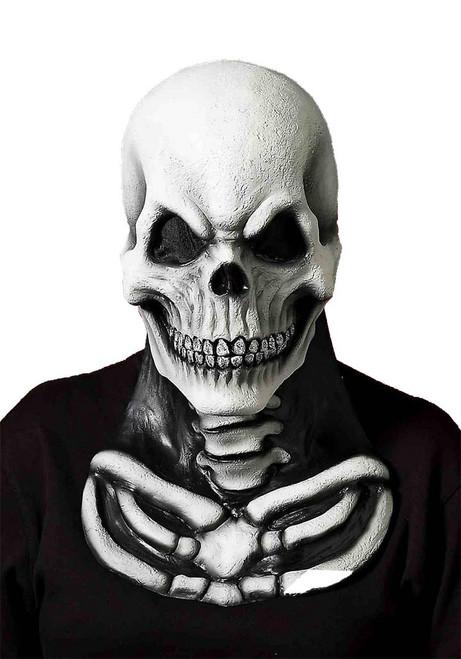 masque crâne avec un morceau poitrine