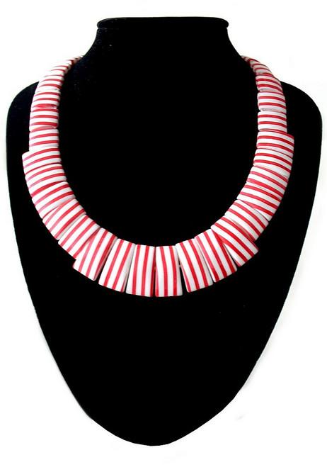 Collier à rayures blanches et rouges