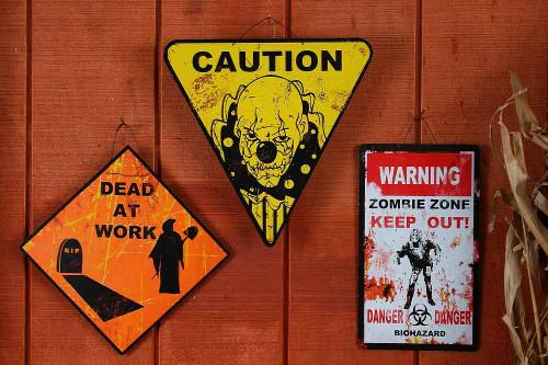 Panneau Routier d'Halloween: Morts au Travail