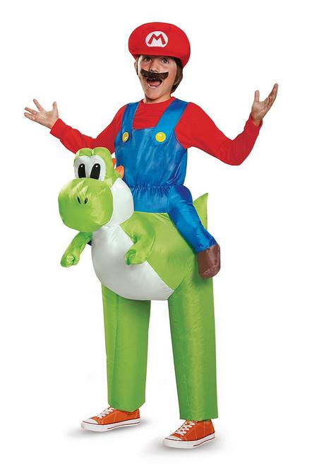 Costume de Super Mario sur Yoshi Enfant
