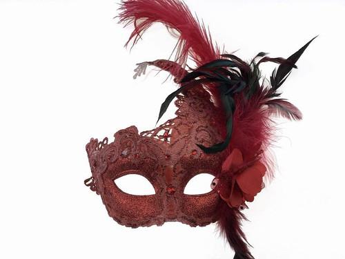 Masque avec Plume Latérale Rouge