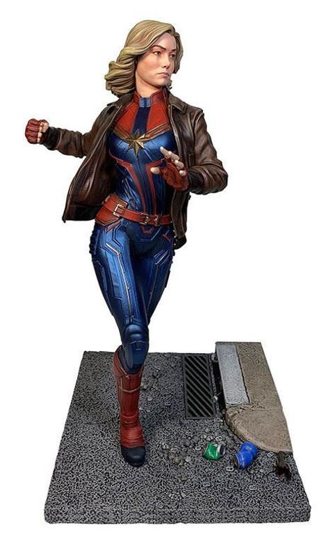 Captain Marvel Premier Collection Statue