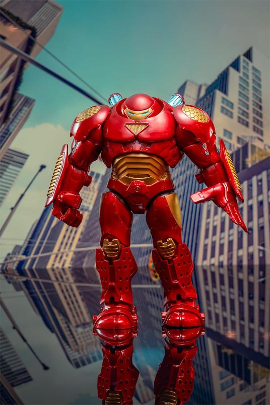 Iron Man (Hulkbuster) Select Action Figure