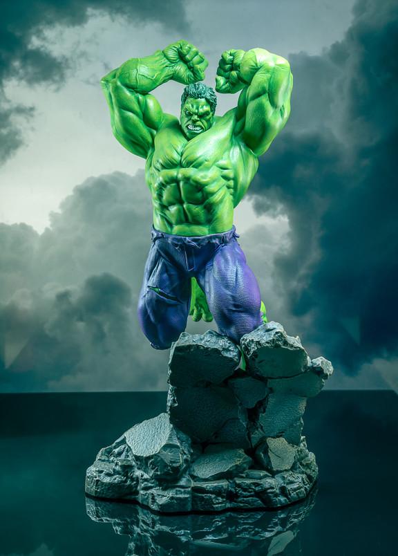 Hulk Premier Collection Statue