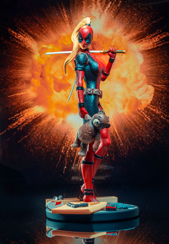 Marvel Comic Premier Collection Lady Deadpool Resin Statue
