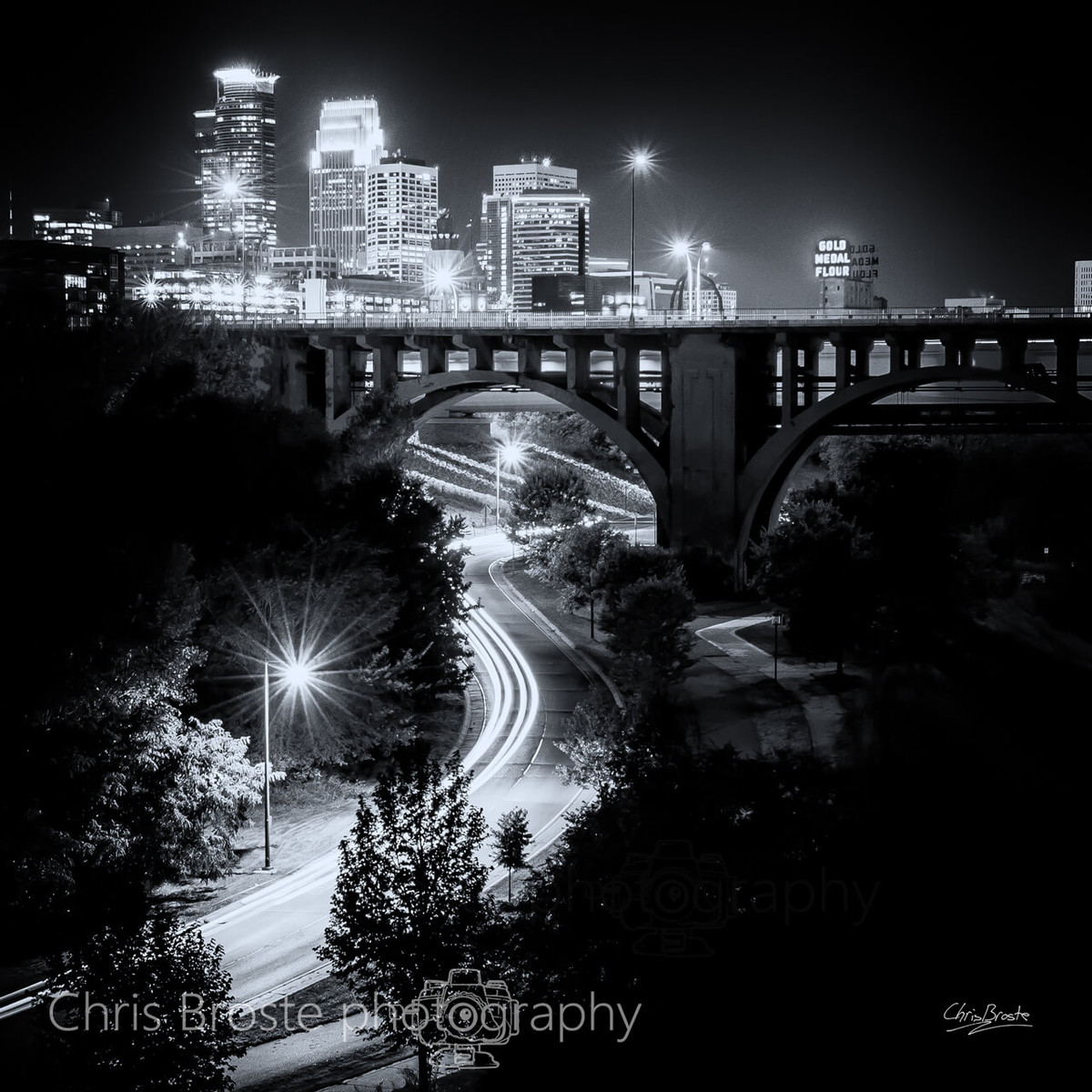 A black and white city skyline photograph of Minneapolis.