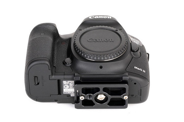 SunwayFoto PC-5DIII Quick Release Plate for Canon 5DIII Cameras fitted without the Battery Grip